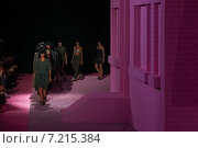 Купить «NEW YORK, NY - SEPTEMBER 11: Models walk the runway at Marc Jacobs during Mercedes-Benz Fashion Week Spring 2015 at Seventh Regiment Armory on September 11, 2014 in NYC.», фото № 7215384, снято 11 сентября 2014 г. (c) Anton Oparin / Фотобанк Лори