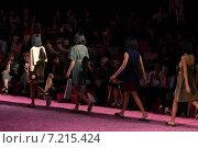 Купить «NEW YORK, NY - SEPTEMBER 11: Models walks the runway at Marc Jacobs during Mercedes-Benz Fashion Week Spring 2015 at Seventh Regiment Armory on September 11, 2014 in NYC.», фото № 7215424, снято 11 сентября 2014 г. (c) Anton Oparin / Фотобанк Лори