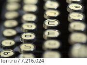 Клавиши портативной пишущей машинки. Стоковое фото, фотограф Косоуров Юрий / Фотобанк Лори