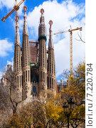 View of Sagrada Familia by Gaudi. Barcelona (2013 год). Стоковое фото, фотограф Яков Филимонов / Фотобанк Лори