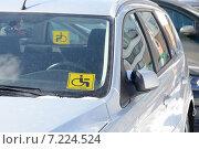 "Купить «Знаки ""Инвалид за рулем"" на стеклах автомобиля», фото № 7224524, снято 28 марта 2013 г. (c) Vadim Polishchuk / Фотобанк Лори"