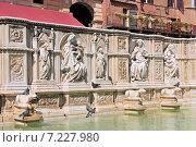 Купить «Siena the fountain Fonte Gaia on the Piazza del Campo Tuscany», фото № 7227980, снято 26 марта 2019 г. (c) BE&W Photo / Фотобанк Лори
