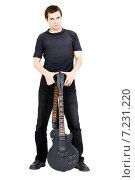 Купить «Молодой человек с электрической гитарой. Изолированно», фото № 7231220, снято 3 октября 2010 г. (c) Татьяна Гришина / Фотобанк Лори