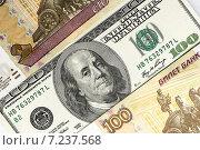 Купить «Российские и американские деньги, фон», фото № 7237568, снято 5 апреля 2015 г. (c) Валерий Бочкарев / Фотобанк Лори