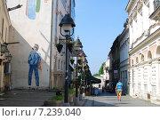 Пешеход и граффити (2014 год). Редакционное фото, фотограф Денис Минеев / Фотобанк Лори