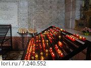 Свечи в католическом храме (2012 год). Редакционное фото, фотограф Евгений Рыжков / Фотобанк Лори