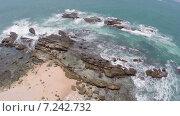 Полёт над морскими волнами и камнями. Стоковое видео, видеограф Михаил Коханчиков / Фотобанк Лори