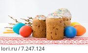 Пасхальные куличи и яйца на вышитой скатерти. Стоковое фото, фотограф Анастасия Ульянова / Фотобанк Лори