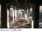 Купить «Станция метро «Воробьёвы горы», вид из под моста «Лужники»», фото № 7249144, снято 10 апреля 2015 г. (c) Павел Москаленко / Фотобанк Лори