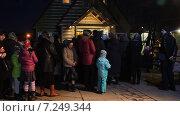 Купить «Крестный ход. Прихожане входят в церковь. Храм святого великомученика Феодора Тирона. Москва», эксклюзивный видеоролик № 7249344, снято 11 апреля 2015 г. (c) Сергей Соболев / Фотобанк Лори
