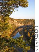 Камень Великан (Высокий), река Чусовая, осень. Стоковое фото, фотограф Мамылин Антон / Фотобанк Лори