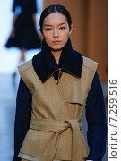 NEW YORK, NY - FEBRUARY 15: Model Fei Fei Sun walk the runway at the Derek Lam Fashion Show during MBFW Fall 2015 at Pace Gallery on February 15, 2015 in NYC. Редакционное фото, фотограф Anton Oparin / Фотобанк Лори