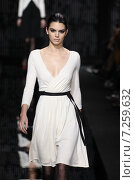 NEW YORK, NY - FEBRUARY 15: Model Kendall Jenner walk the runway at the Diane Von Furstenberg fashion show during MBFW Fall 2015 at Spring Studios on February 15, 2015 in NYC. Редакционное фото, фотограф Anton Oparin / Фотобанк Лори