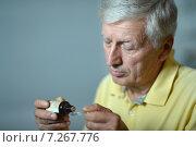 Elderly man with medicines. Стоковое фото, фотограф Ruslan Huzau / Фотобанк Лори