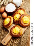 Шаньги с картофелем и ингредиенты для приготовления на столе. Стоковое фото, фотограф Надежда Мишкова / Фотобанк Лори