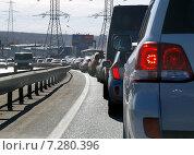 Купить «Автомобильная пробка на выезде из Москвы, Калужское шоссе, район Мамыри», фото № 7280396, снято 15 марта 2015 г. (c) SevenOne / Фотобанк Лори