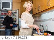 Купить «Husband helping wife to cook», фото № 7286272, снято 24 сентября 2018 г. (c) Яков Филимонов / Фотобанк Лори