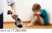 Купить «Домашнее насилие и агрессия в семье - злой мужчина с ремнем в руке и плачущий в углу ребенок», фото № 7286900, снято 10 марта 2015 г. (c) Илья Андриянов / Фотобанк Лори