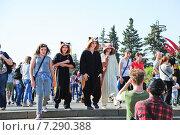 Купить «Участники фестиваля мыльных пузырей Dreamflash в кигуруми на ВДНХ», эксклюзивное фото № 7290388, снято 18 мая 2014 г. (c) Алёшина Оксана / Фотобанк Лори
