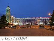 Купить «Башня с часами на здании городской администрации вечером, Красноярск», эксклюзивное фото № 7293084, снято 16 апреля 2015 г. (c) Алексей Гусев / Фотобанк Лори