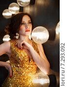 Купить «Суперзвезда в золотистом платье», фото № 7293092, снято 22 июля 2018 г. (c) Дарья Петренко / Фотобанк Лори