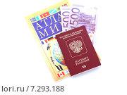 Заграничный паспорт, тысяча евро и атлас мира на белом фоне (2015 год). Редакционное фото, фотограф Ноева Елена / Фотобанк Лори
