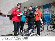 Купить «Участники соревнований по городскому ориентированию «Бегущий Город». Москва, 18 апреля 2015», фото № 7298688, снято 18 июля 2019 г. (c) Victoria Demidova / Фотобанк Лори