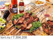 Купить «Шашлык на дачном столе», эксклюзивное фото № 7304208, снято 8 мая 2010 г. (c) Юрий Морозов / Фотобанк Лори