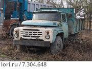 Купить «Старый грузовик», фото № 7304648, снято 24 апреля 2015 г. (c) Владимир Иванов / Фотобанк Лори