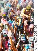 Купить «Festival de los colores Holi», фото № 7306156, снято 12 апреля 2015 г. (c) Яков Филимонов / Фотобанк Лори