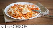 Купить «Маринованная рыба с морковью», фото № 7306580, снято 24 апреля 2015 г. (c) Насыров Руслан / Фотобанк Лори