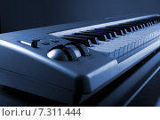 Купить «Миди-клавиатура», фото № 7311444, снято 21 марта 2019 г. (c) Дмитрий Николаев / Фотобанк Лори