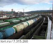 Купить «Товарные поезда на железнодорожной станции», фото № 7315260, снято 14 марта 2015 г. (c) Irina Timofeeva / Фотобанк Лори