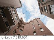 Двор-колодец в районе Арбата, Москва (2015 год). Стоковое фото, фотограф Ирина Фирсова / Фотобанк Лори