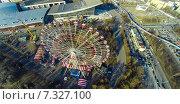 Купить «Колесо обозрения на ВДНХ, снятое с квадрокоптера», фото № 7327100, снято 24 февраля 2020 г. (c) Андрей Родионов / Фотобанк Лори