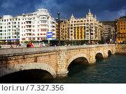 Купить «Day view of Santa Catalina bridge. Sant Sebastian», фото № 7327356, снято 7 ноября 2014 г. (c) Яков Филимонов / Фотобанк Лори