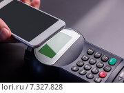 Купить «Man using smartphone to express pay», фото № 7327828, снято 23 января 2015 г. (c) Wavebreak Media / Фотобанк Лори