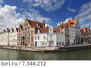 Купить «Canal and old houses in Bruges (Brugge) Belgium.», фото № 7344212, снято 17 октября 2018 г. (c) BE&W Photo / Фотобанк Лори
