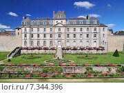 Купить «The Château de l'Hermine is an old fort built in the castle vanished city walls of Vannes.», фото № 7344396, снято 21 января 2020 г. (c) BE&W Photo / Фотобанк Лори