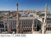Купить «View of Milan skyline spires and statues from the top of Milan Cathedral, Italy», фото № 7344596, снято 19 апреля 2019 г. (c) BE&W Photo / Фотобанк Лори
