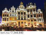 Guildhalls on Grand Place (Grote Markt) the central square of Brussels it's most important tourist destination and the most memorable landmark in Brussels Belgium. Стоковое фото, агентство BE&W Photo / Фотобанк Лори
