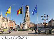 Купить «The historic belfry and city center square in the old medieval old town of Bruges (Brugge) Belgium», фото № 7345048, снято 19 августа 2018 г. (c) BE&W Photo / Фотобанк Лори