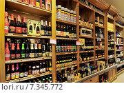 Купить «Belgian beer store in Brussels», фото № 7345772, снято 22 октября 2019 г. (c) BE&W Photo / Фотобанк Лори
