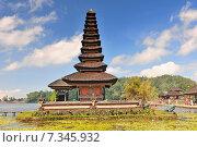 Купить «Ulun Danu temple Beratan Lake in Bali Indonesia», фото № 7345932, снято 14 декабря 2017 г. (c) Joanna Malesa / Фотобанк Лори