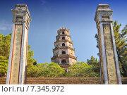 Купить «Vietnam, Hue, Phuoc Duyen Tower, Thien Mu Pagoda, historic temple in the city of Hue in Vietnam», фото № 7345972, снято 28 мая 2018 г. (c) BE&W Photo / Фотобанк Лори