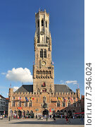 Купить «The historic belfry and city center square in the old medieval old town of Bruges (Brugge) Belgium», фото № 7346024, снято 19 августа 2018 г. (c) BE&W Photo / Фотобанк Лори