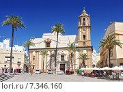 Купить «Santiago Church and pavement cafe in Cathedral Square, Cadiz, Cadiz Province, Andalucia, Spain, Western Europe.», фото № 7346160, снято 11 июля 2020 г. (c) BE&W Photo / Фотобанк Лори