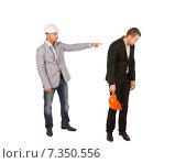 Инженер в строительной каске указывает в спину подчинённому. Стоковое фото, фотограф Вячеслав Николаенко / Фотобанк Лори