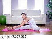 Купить «Fit woman doing yoga on mat», фото № 7357380, снято 18 февраля 2015 г. (c) Wavebreak Media / Фотобанк Лори