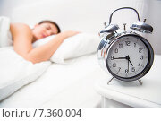 Купить «Pretty brunette sleeping in bed with alarm clock», фото № 7360004, снято 14 октября 2014 г. (c) Wavebreak Media / Фотобанк Лори